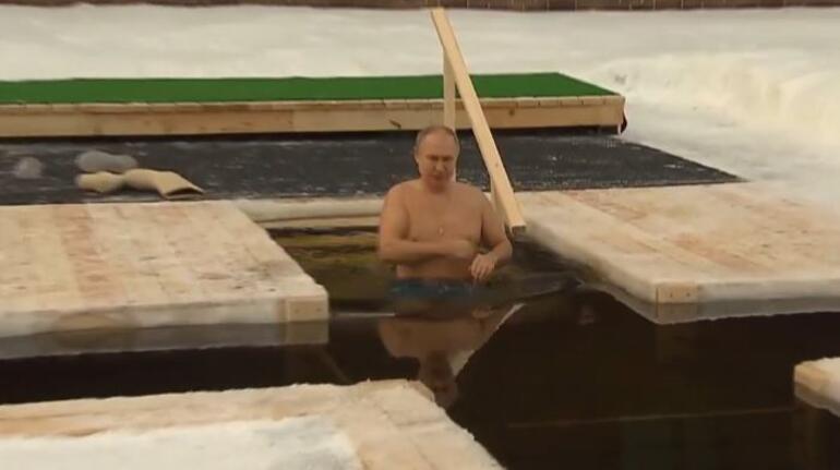 Putinin Noel kutlamasındaki görüntüleri olay oldu