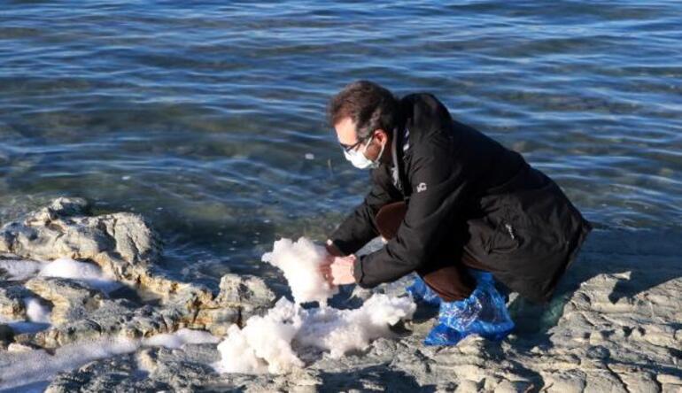 Burdur Gölü köpürdü, halk endişelendi Profesörden rahatlatan açıklama...