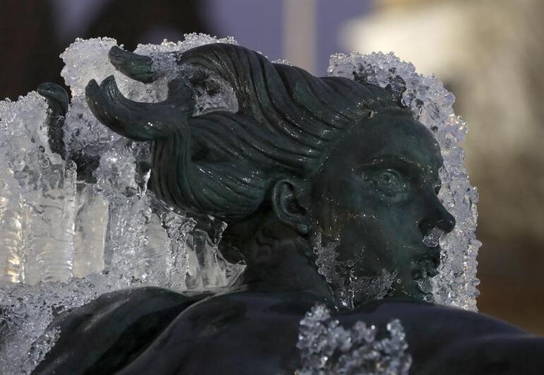 Son 10 yılın en soğuk gecesi: Heykeller bile dondu
