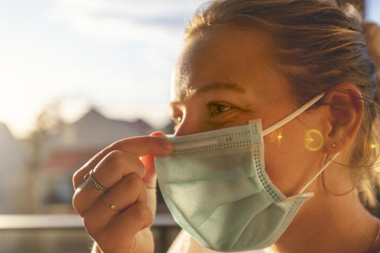 ABDden yeni koronavirüs kılavuzu: Aşılanmış kişilerin maske zorunluluğu kaldırıldı